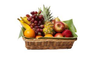 Obstkorb mit frischen Früchten